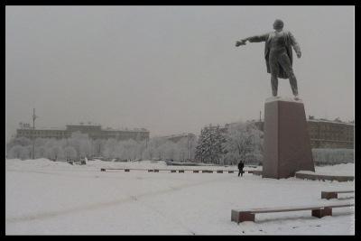 Ленин с шапкой на Московском проспекте.