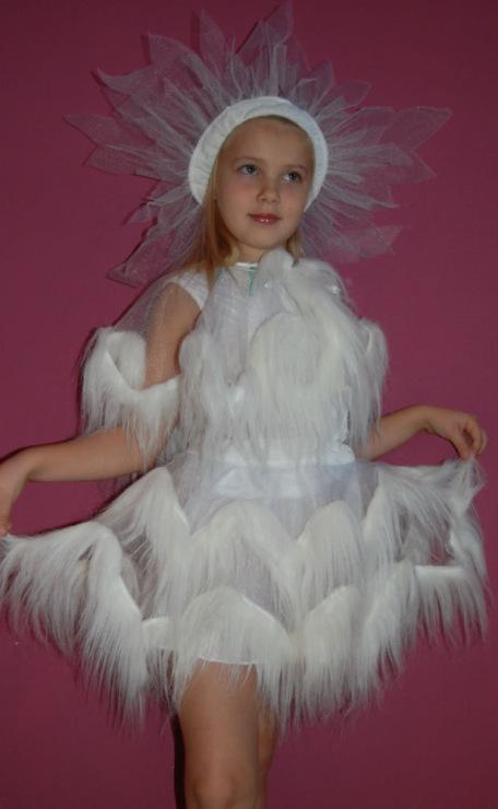 Как украсить платье для снежинки своими руками