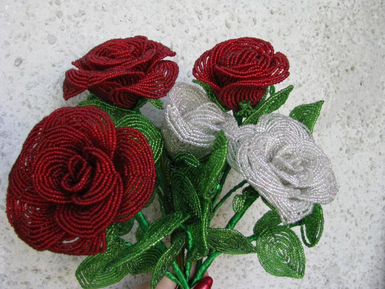 Gallery.ru / Розы из бисера - Цветы, деревья, свадебные букеты из бисера на заказ - Bisheri.